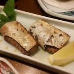 さつま黒豚と郷土料理 青葉 - 「かつお腹皮の唐揚げ」(唐揚げっぽくなかったですが、美味しい!)