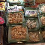 富成伍郎商店 - お手頃価格で並ぶ店内商品