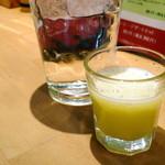 ひびか食堂 - この日の食前スムージーはメロンとレモン。