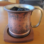 異人館 - ドリンク写真:洒落たカップだこと、キンキンに冷えております