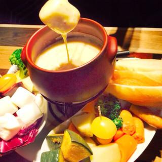 【大人気の当店名物】2種の贅沢チーズフォンデュ
