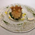 58596045 - 北海道ズワイガニ、チーズと舞茸とシャンピニオンのデュクセル入りのベシャメルをパートブリックで包んで焼いて。                       赤パプリカ入りのマヨネーズとバジルオイルで