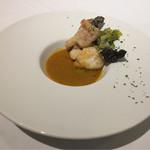 レストラン ヒロミチ - 余市鮟鱇のポワレとその皮のフリット、ボワロー、オマールと鯛のスープブイヤベース