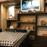 ナスコ フード コート - 店内 可愛らしいwテレビ流れてます☆
