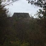 出石 城山ガーデン - 石垣が見えてきた。