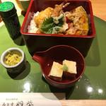高台寺羽柴 - 天丼  緑の筒は山椒