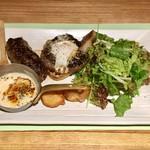 ノースコンチネント - 十勝牛ハンバーグ濃厚チーズソース1710円、プラス480円蝦夷鹿ハンバーグです。