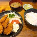双葉食堂 - 豚ヒレカツ定食(¥850)。これは文句なし! 評判の高さにも納得だ