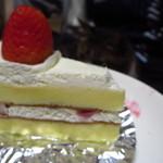 お菓子の家 福茶 - 伊達巻っぽいスポンジ