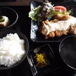 博多もつ鍋 いっぱち - チキン南蛮定食 750円 (16年11月)