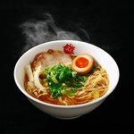 まこと屋 - 鶏醤ラーメン。鶏ガラスープに合挽きミンチでだしを取った特製スープ。