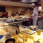 天ぷらまきの - 店内風景。カウンターがメイン。