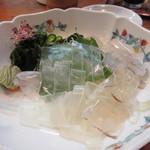 Ryoushidiyasakurajima - 刺身はイカ刺しを頼んでみました、透明なイカ刺しはやっぱり甘みがあって美味しいですね。