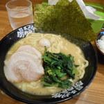 横浜家系ラーメン 町田商店 - 豚骨醤油 ¥700
