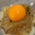 大漁市場 魚ます - 生しらすユッケ 620円