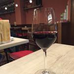 58631845 - グラスワインで乾杯