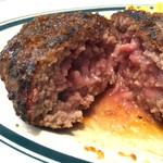 熟成牛ステーキ専門店 Gottie'sBEEF - 流行りのレア焼き。ハンバーグはウェルダンが好きだな