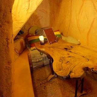 遊び心くすぐる洞窟風のお席