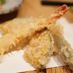 えんと - 天ぷらはさっくり揚がってて美味しいです