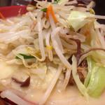 まるうま - 一日分の野菜ラーメン(830円)を頂きました。