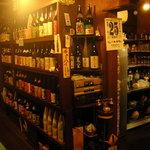 今井やん - 店内には100種類以上の焼酎