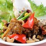 鴻福門 - 料理写真:鴻福門の冬の名物人気料理。カキとカシューナッツの四川式炒め