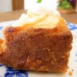 緑町cafe - この日はアップルケーキとレアチーズケーキ