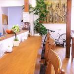 緑町cafe - 1枚板の立派なカウンターは5席
