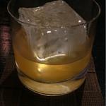 キッチン&BARザックバラン - コーラル  680円  ラムベースのアプリコットとグレープフルーツとレモン