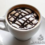 カフェ ビタースイート - キャラメル・モカ ¥556〔税込¥600〕:エスプレッソをベースにしたアレンジコーヒーも、各種ご用意しています。