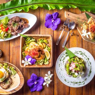 インスタ映えの色とりどりな自慢の創作ハワイアン料理☆