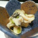 寿司割烹 小松 - 付き出し(ツブ貝の山葵漬)