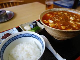 味平食堂 - マーボラーメンと半ライス(\550税込み)