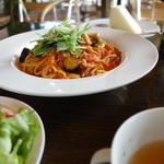 ブルーコーンズ ダイニング - 彩り野菜とトマトソースパスタ(ランチセット\960税抜き)サラダ、スープ、パン付きます