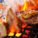 かめにい - 料理写真:地鶏もも網焼き!!ほぼ平日のみの入荷です!!