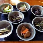 やすらぎ - 料理写真:サービスの小鉢類(2016年11月)