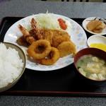 お食事処 膳楽 - ジャンボフライ定食(1230円)です。
