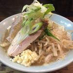 ラーメン 岩佐 - さて念願の太麺ですよ。