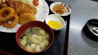 お食事処 膳楽 - 味噌汁です。