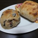 ブーランジェリエ デ ラ リベルテ - ドラディション(オリーブ・アンチョビ・くるみ)&トラディション(ハム&チーズ)