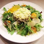 茂ル木 - カツオのコンフィとアボカドのサラダ(1580円)