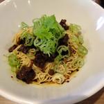 中華料理 HACHI - 牛スネ肉入りの汁なし坦々麺
