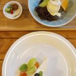 山鳩 - 料理写真:クリームあんみつ(500円)と今日の手づくりケーキ(レアチーズ・380円)(2014/8)