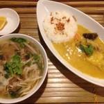 HANOI CORNER DINING BAR - チキンカレーライスセット(牛肉フォー)