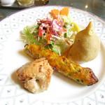 58673397 - 野菜揚げ餃子インド風、シシカカブー、ヨーグルトソースを使ったチキン
