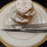 サロン・ド・ガトー・アンジュ - ケーキ屋さんのシュークリーム