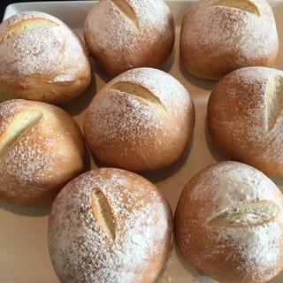自家製のアイスや天然酵母を使ったパン