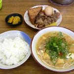 白ひげ食堂 - 豚汁とおでん