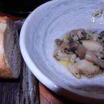 ダイニングキッチン54 - ツブ貝のアヒージョとバゲット