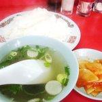 満寿亭 - 定食にはスープとご飯とお漬物がつきます。
